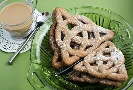 <b>Celtic Knot</b> Cookies | Irish recipes, Knot cookies, Food