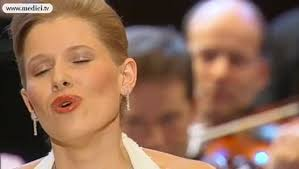 Carmina Burana - In trutina - Carl <b>Orff</b> - Sir <b>Simon Rattle</b> - Vidéo ...