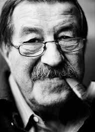 Günter Grass (Danzig, 1927) se hizo escritor después de haber recibido una sólida formación como escultor y dibujante. En 1999 recibió el Premio Nobel de ... - Gunter%2BGrass