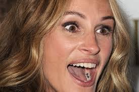 julia-roberts-amalgamas. 9- No le avergüenza mostrar sus amalgamas de plata. 10- Proporciones faciales: Los 1/3 faciales son proporcionados en volumen y ... - julia-roberts-con-amalgamas