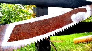 Making a <b>Machete</b> from an Old Rusty Saw - YouTube