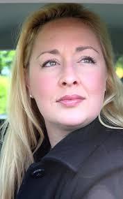 ... podaje E! News, 37-letnia Mindy McCready popełniła samobójstwo miesiąc po tym, jak życie odebrał sobie jej chłopak, muzyczny producent David Wilson. - reg_634.MindyMcCready2.ms.020713