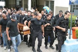 Resultado de imagem para enterro policial