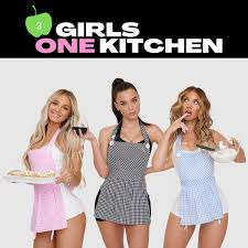 3 GIRLS 1 KITCHEN