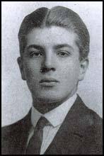 Roland Aubrey Leighton, the son of Robert Leighton (1858-1934) and Marie Connor Leighton (1865-1941), was born in London on 27th March 1895. - FWWleightonR