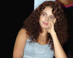 kangana ranaut hot photos 14 kangna_at_venkys_mumbai_fighters_versus_bangkok_elephants_match_03 actress kangana ranaut