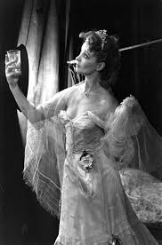 beauty and style musings maria southern belle vivien leigh as blanche dubois in eliza kazan s film adapation of streetcar