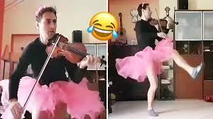 Watch 'crazy violinist' perform <b>Tchaikovsky's Swan Lake</b> in a tutu ...