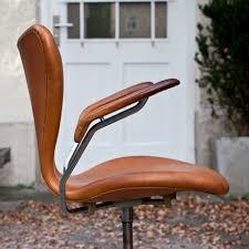 buerostuhl_fritz_hansen_braun_side buerostuhl_fritz_hansen_braun_rollen buerostuhl_fritz_hansen_braun_detail_from buerostuhl_fritz_hansen_braun_logo arne jacobsen office chair