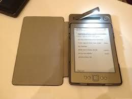 Представлен <b>чехол</b> с <b>солнечной</b> батареей для читалки Kindle ...