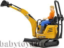 <b>Bruder</b> Мини экскаватор <b>JCB 8010</b> CTS и рабочий - BabyToy