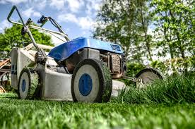 avoid these lawn care business marketing mistakes lawnmower 384589 1280
