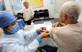 Resultado de imagen de ancianos con gripe