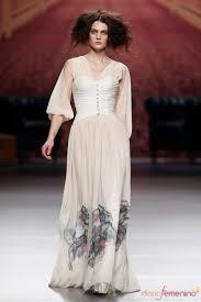 Alma Aguilar ha presentado sus propuestas para otoño/invierno 2011-12 en Cibeles 2011. image.net. Vestido largo crudo. Alma Aguilar. - 15451_vestido-largo-crudo-alma-aguilar-cibeles-madrid-fashion-week-2011