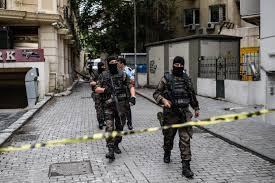 Resultado de imagen para Bomba contra auto policial en Estambul deja 11 muertos