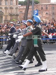 Military uniform - Wikipedia