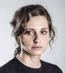Milena Dantas é viúva de Breno Dantas (Sérgio Guizé), o atirador que morreu na primeira temporada. Como foi descrita por Breno, Milena sempre foi impecável ... - sessao-milena-340