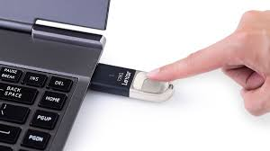 <b>Lexar JumpDrive Fingerprint F35</b> - photo protection at your fingertips ...