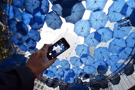 metre giant umbrella: o completes free wifi roll out in canary wharf to instigate retail and leisure revolution and opens a giant umbrella internetretailing