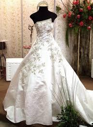 Resultado de imagem para Por que as noivas casam de branco?
