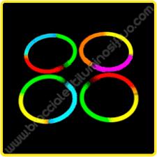 Risultati immagini per concerto con i braccialetti luminosi