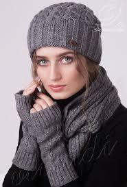красивый и <b>женственный комплект</b>-тройка, состоящий из шапки ...