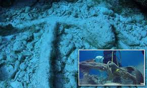 Christopher Columbus' anchor may have been found | Daily Mail ...