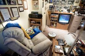 coach john wooden s den has been replicated as an exhibit in ucla from top john wooden s favorite recliner covered by a blanket comprised of ucla colors