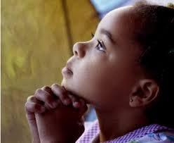 Resultado de imagem para pessoas orando