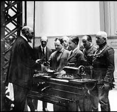 Torres Quevedo showing <b>one</b> of his inventions to the <b>Prince</b> of Asturias