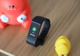 <b>Xiaomi's Redmi Band</b> unboxing and hands-on pictures - Gizmochina