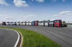В России стартовали продажи новых грузовиков <b>Mercedes</b>-<b>Benz</b> ...