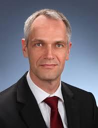 Dr. <b>Ulf Reinhardt</b>. - Dr_Ulf_Reinhardt_998634