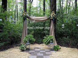 Decorating A Trellis For A Wedding 17 Best Ideas About Burlap Wedding Arch On Pinterest Rustic