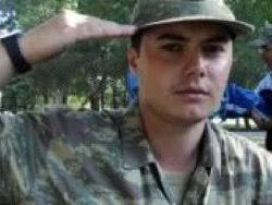 Trabzon şehidine ağlıyor onur fikret dülger. 25 yaşında şehit düşen Onur Fikret Dülger de kısa dönem askerdi... sonhaberler 2012-09-06 15:10:02 - 74819-trabzon-sehidine-agliyor