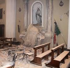 %name I terremotati di Mirandola portano al Cristo Pensante i frammenti di 50 chiese cadute