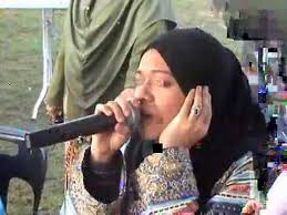 Image result for Malay woman reciting the Quran`ân