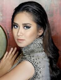 Caroline Junko King 2013 She can do this decent-turning sexy move, join bb - Sarah-Geronimo-Mega-Magazine-June-2012-02