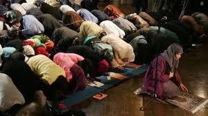 Risultati immagini per donne musulmane in preghiera