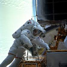 astronaut mike foale a legend for britain and the us leaves nasa mike foale works on the hubble space telescope during the sts 103 servicing mission in