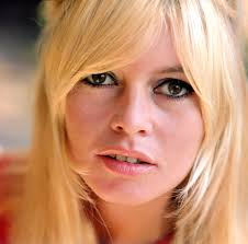 The 82-year old daughter of father Charles Bardot and mother Anne Marie Mucel Bardot, 168 cm tall Brigitte Bardot in 2017 photo