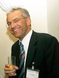 Nach dem Ausscheiden aus dem Vivatis-Aufsichtsrat stellt Ex-Hofer-Chef Armin Burger sein Handelswissen der MTH Gruppe von Josef Taus zur Verfügung, ... - Burger_Armin