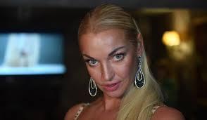 Анастасия Волочкова заставила <b>нового друга</b> исполнить с ней ...