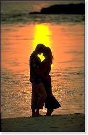 Αποτέλεσμα εικόνας για αγκαλια ρομαντικη