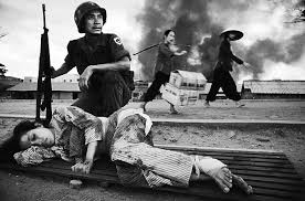powerful documentary photo essays from the masters   clickscom vietnam war by philip jones griffiths
