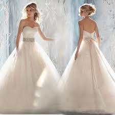 "جديد فساتين الزفاف """"""""♥: images?q=tbn:ANd9GcT"