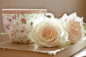 Risultati immagini per libri caffe e rose rosa