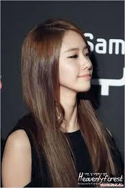 Mái tóc dài không mái là hình ảnh quen thuộc của Yoona. Nữ tính và dịu dàng. Những ... - nhung-kieu-toc-dep-nhat-cua-yoona-71a092