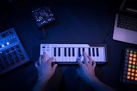 <b>Arturia</b> анонсировала 25-клавишный MicroLab