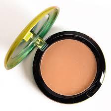 <b>MAC Refined Golden</b> Bronzing Powder Review & Swatches
